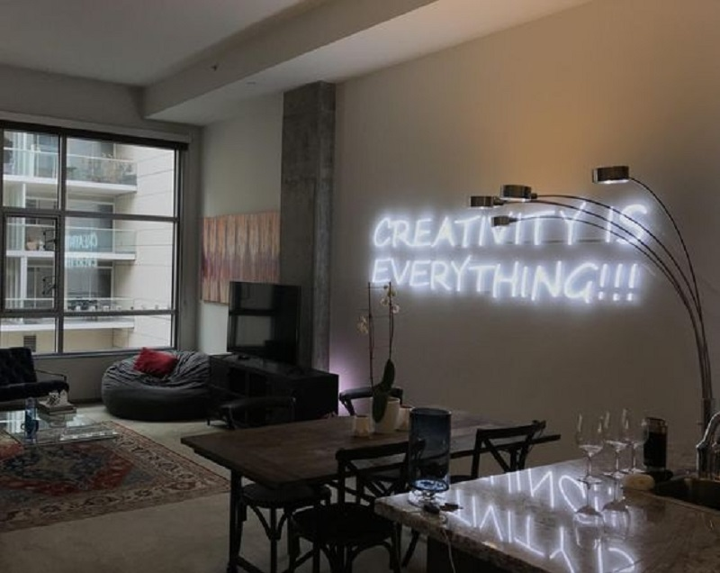 Decorate your house with neon signs