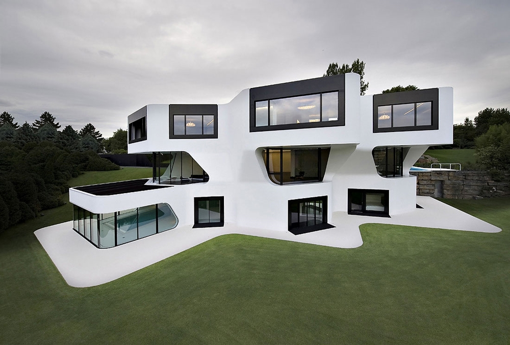 What are the qualities to look for in a well-designed house?